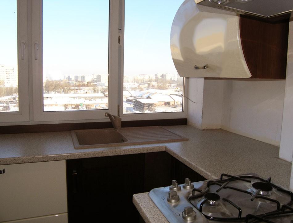 Фото кухонь перенесенных на балкон.
