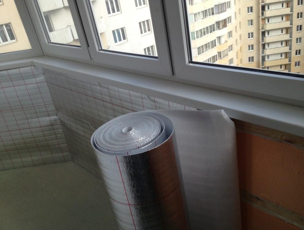Утепление балкона пенофолом.
