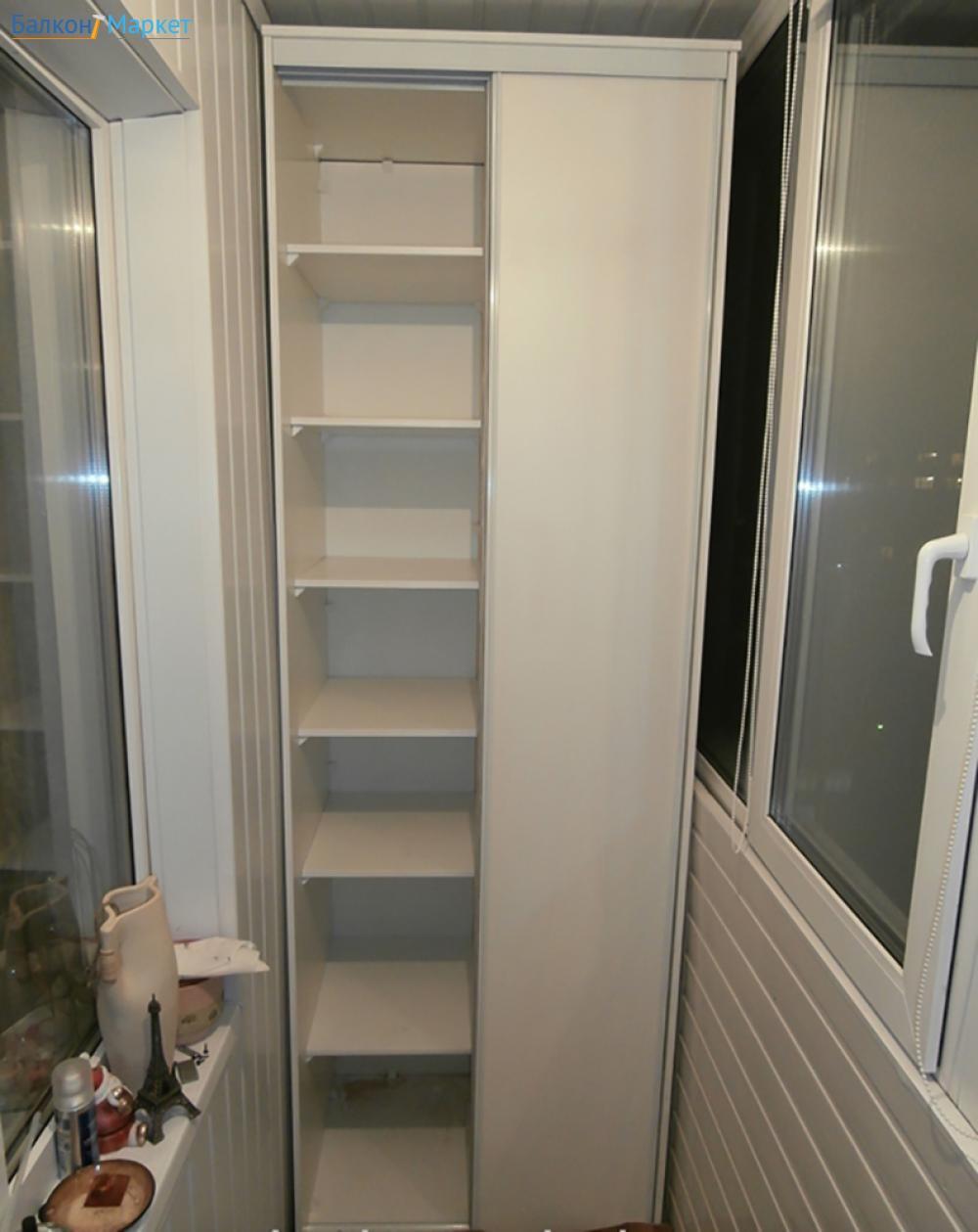 Шкаф-купе на балконе или лоджии.