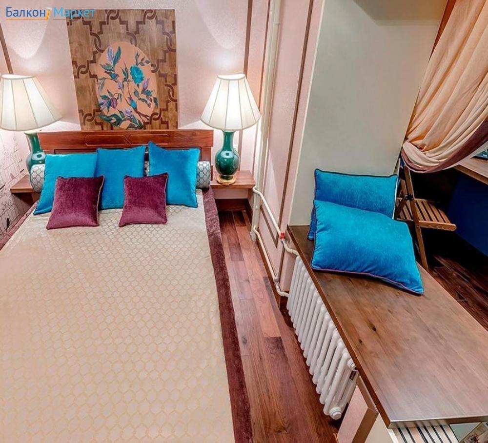 """Большая двуспальная кровать в красивом интерьере."""" - карточк."""